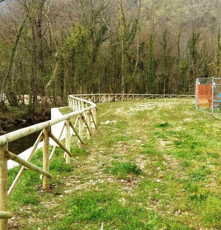 Staccionate e parapetti in legno reti brenta impianti for Reti brenta impianti